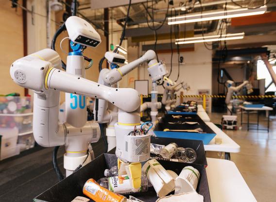 Робот проекта Everyday Robot Project сортирует мусор